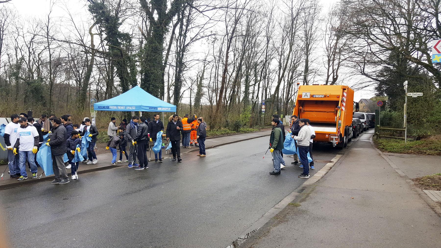 Müll Neuss teilnahme an müll weg aktion der stadt neuss ahmadiyya muslim